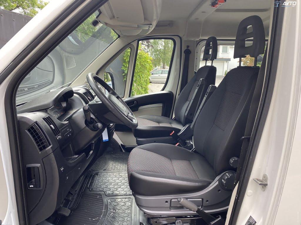 udobna sedeža za voznika in sopotnika
